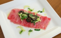 Carpaccio van tonijn met olijven